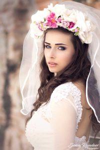 kvetinová svadobná parta biela a fuchsiová