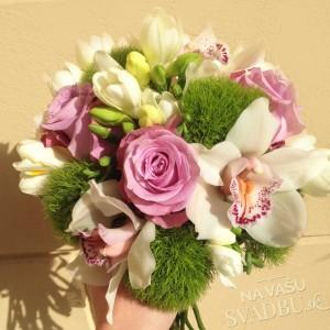 Svadobná kytica biela cyklamenová zelená s ružami a orchideami