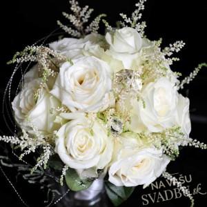 romantická svadobná kytica z bielých ruží