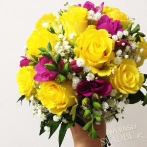 svadobná kytica žltá cyklamenová biela ruže