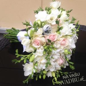 svadobná kytica bielo ružová zelená