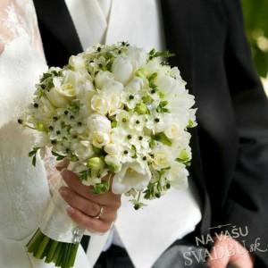 svadobná kytica jemná biela