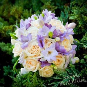 svadobná kytica ružovo fialová