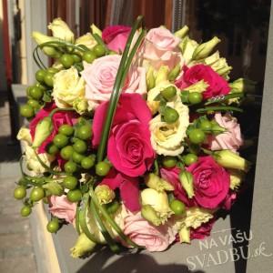 svieža svadobná kytica ružová zelená žltá z ruží