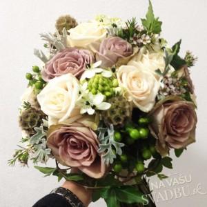 vintage svadobná kytica staroružová biela zelená s ružami