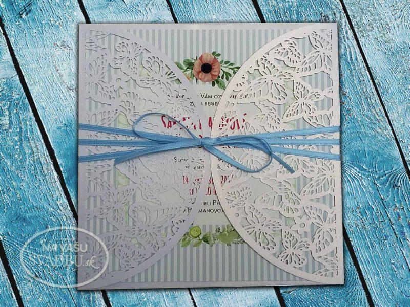vintage-svadobne-oznamenie-s-motylikmi-a-pastelovo-modrou-stuzkou