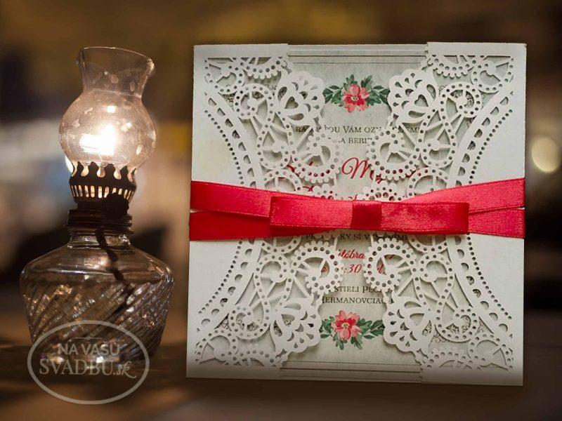 vintage-vyrezavane-svadobne-oznamenie-s-fuchsiovou-stuzkou