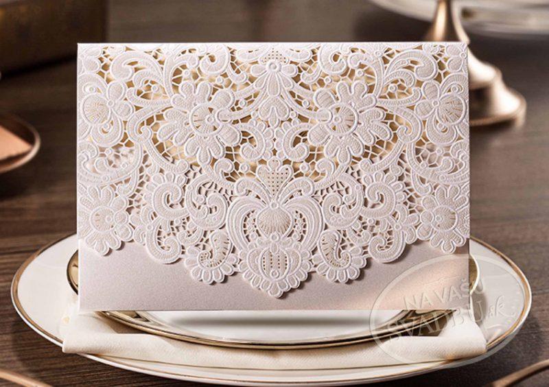 vyrezavane-svadobne-oznamenie-biela-obalka-s-cipkou