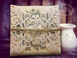 vyrezavane-svadobne-oznamenie-s-kartickou-s-kvetinovym-vencom-a-jutovou-stuzkou