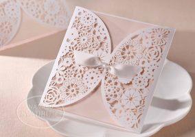 vyrezavane-svadobne-oznamenie-s-kvetinovym-vzorom