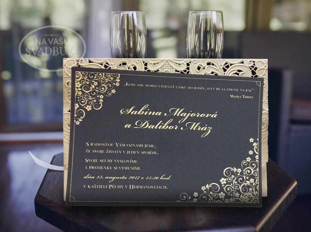 vyrezavane-svadobne-oznamenie-s-modrou-maslickou-vnutro