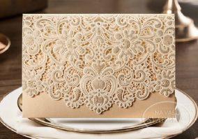 vyrezavane-svadobne-oznamenie-zlata-obalka-s-cipkou